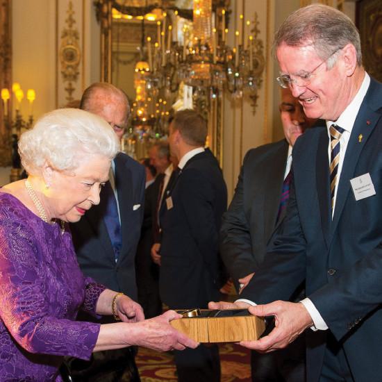 2015-gift-to-buckingham-palace-02
